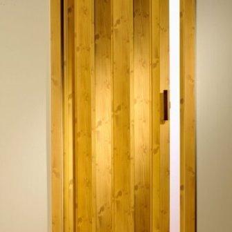דלת הרמוניקה דמוי עץ