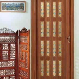 דלת הרמוניקה עם חלונות ויטראז