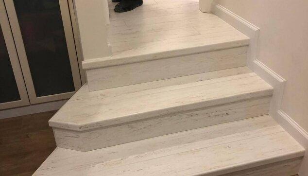 אספקת-והתקנת-פרקט-למינציה-עמיד-על-גבי-מדרגות-