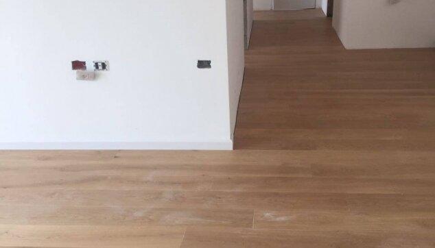 הדבקת-פרקט-עץ-אלון-גמה-לכה-בבית-מגורים