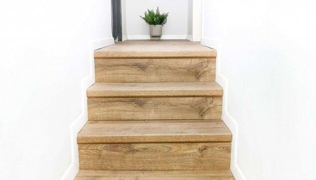 התקנת-פרקט-למינציה-על-גבי-גרם-מדרגות-בעיצובה-של-idit-efrat-abisdris