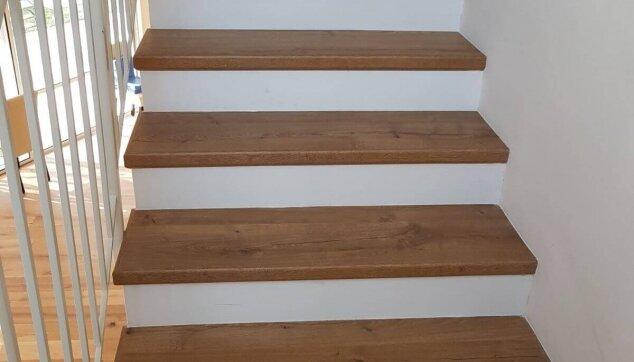 התקנת-פרקט-למינציה-על-מדרגות