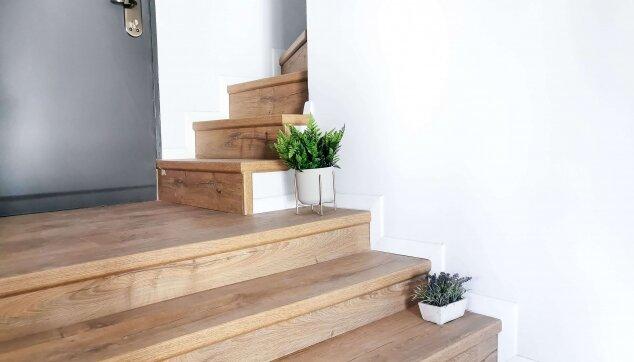 התקנת-פרקט-על-גבי-מדרגות-כולל-סף-מדרגה-אורגינל---עיצוב-עידית-אפרת