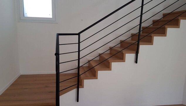 התקנת-פרקט-על-מדרגות-רום-ושלח-וחיפוי-דופן-חשופה