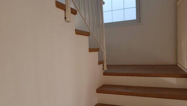 התקנת-פרקט-על-מדרגות