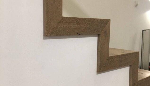 התקנת-פרקט-עץ-אלון-על-מדרגות---מבט-צד