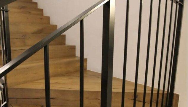 התקנת-פרקט-עץ-על-מדרגות
