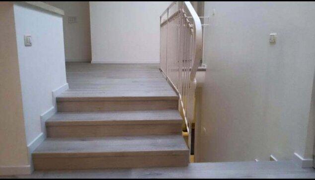 חיפוי מדרגות בפרקט למינציה