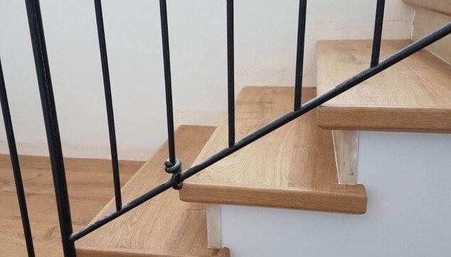 חיפוי-מדרגות-סביב-מעקה-קיים
