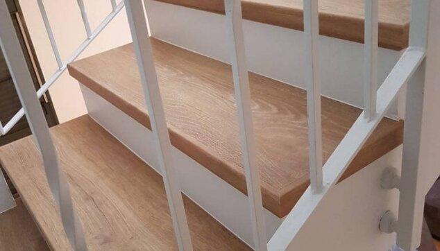 חיפוי-פרקט-על-מדרגות---מדרך-בלבד