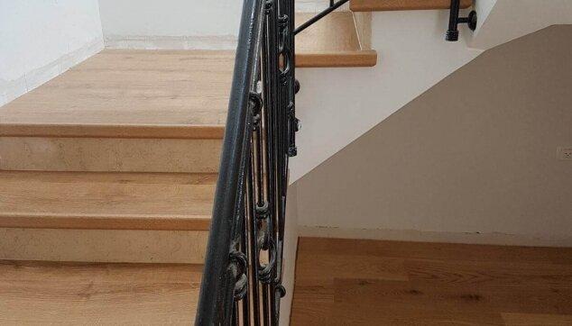 חיפור-מדרגות-בפרקט-למינציה