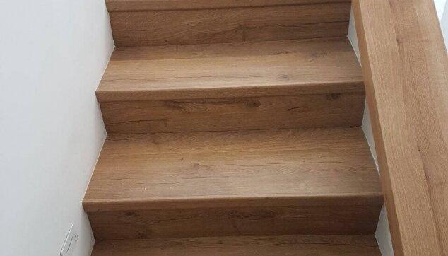 מדרגות-בפרקט-עם-סף-מדרגה-אורגינל