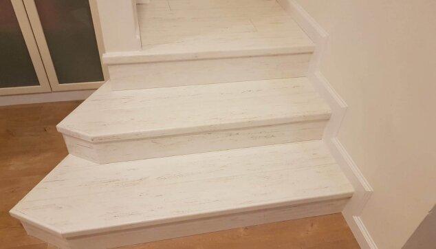 מומחים-בהתקנת-פרקט-על-מדרגות