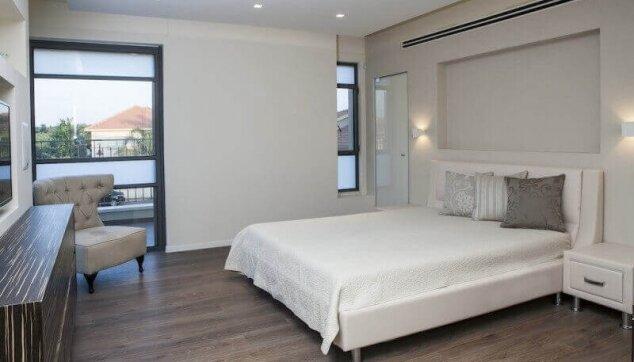 פרקט למינציה בחדר שינה- איריס מנור אדריכלות ועיצוב פנים