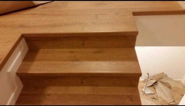 פרקט למינציה כחיפוי מדרגות עם סף מדרגה אורגינל