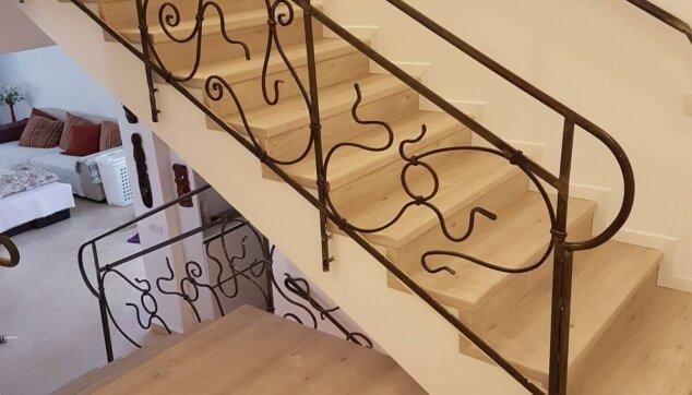 פרקט-למינציה-עמיד-בלחות-בקומת-חדרים-וגרם-מדרגות