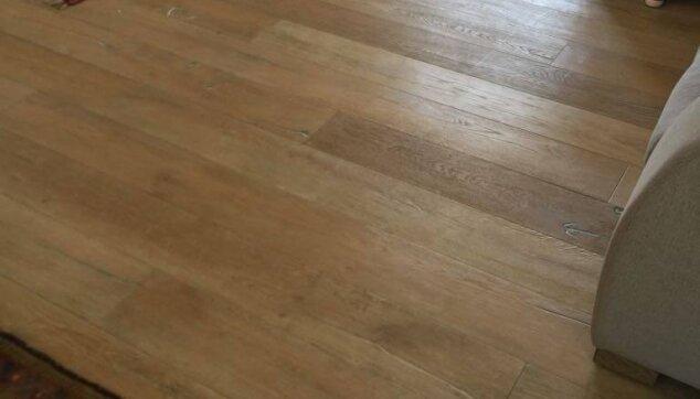 פרקט-עץ-אלון-תלת-שכבתי-בבית-פרטי