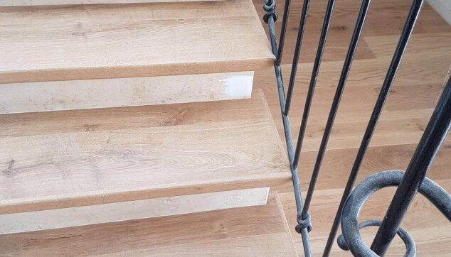 פרקט-עץ-תלת-שכבתי-ומדרגות-מפרקט-למינציה-בהתאמה-מושלמת