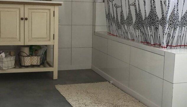 פרקט-פולימרי-באמבטיה-דמוי-בטון-אפור