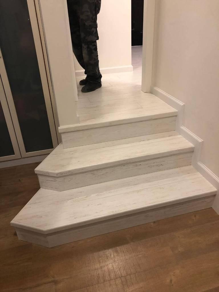 אספקת והתקנת פרקט למינציה עמיד על גבי מדרגות