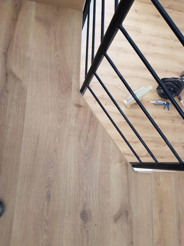 התקנה מושלמת של פרקט בקצה הקומה