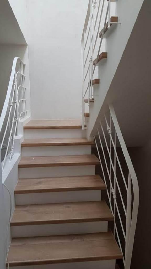 התקנת מדרגות פרקט