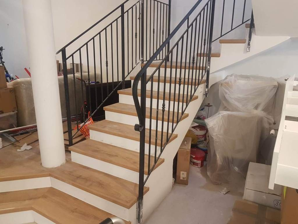 התקנת פרקט אלון על גבי מדרגות