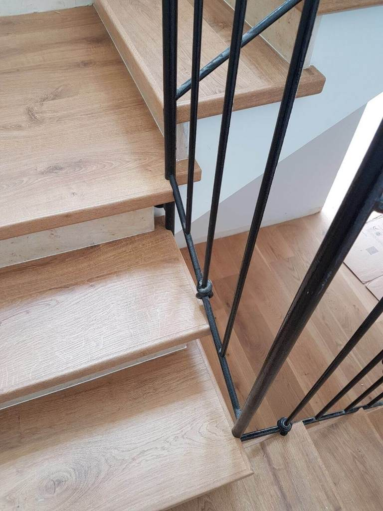 התקנת פרקט בשרון על גבי מדרגות התקנת שלח בלבד