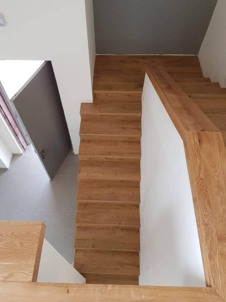 התקנת פרקט למינציה עמיד בלחות על גבי מדרגות