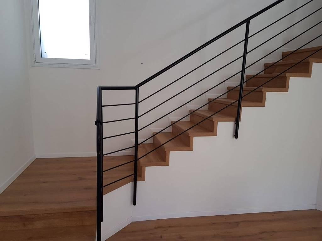 התקנת פרקט על מדרגות רום ושלח וחיפוי דופן חשופה