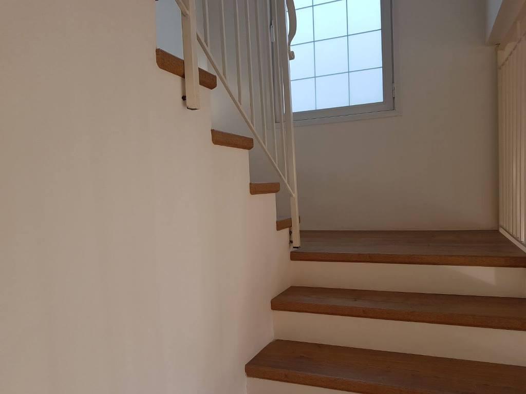 התקנת פרקט על מדרגות