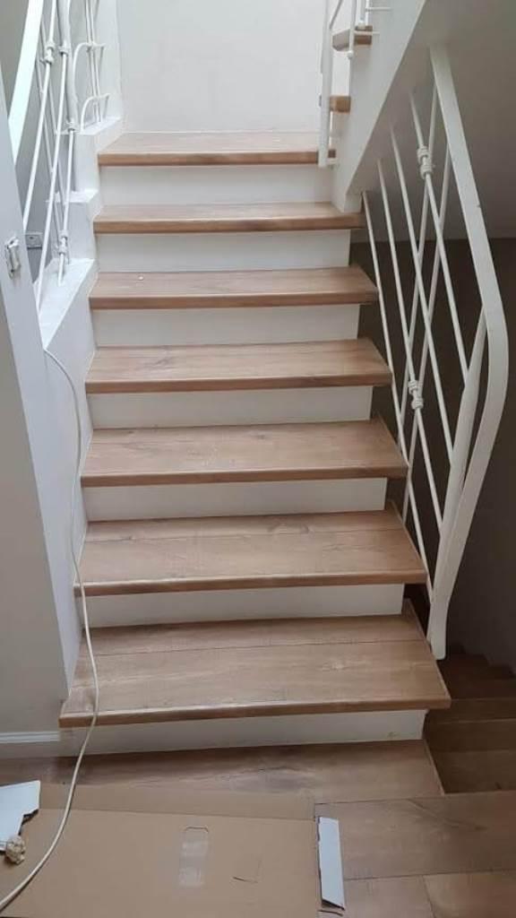 התקנת שלח מדרגות מפרקט