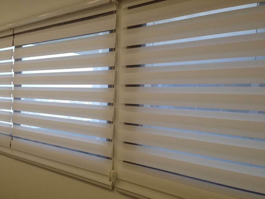 וילון לייט סקרין לשליטה על כמות האור הנכנסת למשרד