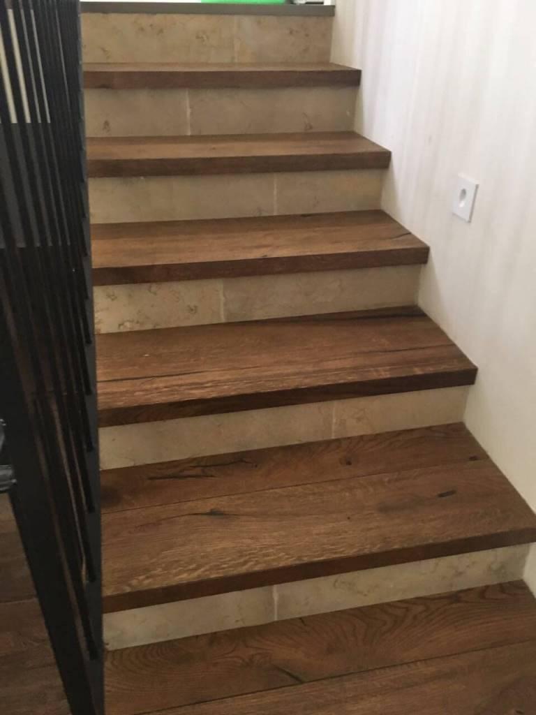 חיפוי מדרך המדרגה בפרקט עץ טבעי