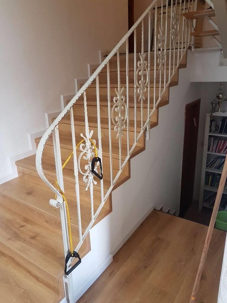 פרקט למינציה אלון בקומת מגורים ומדרגות