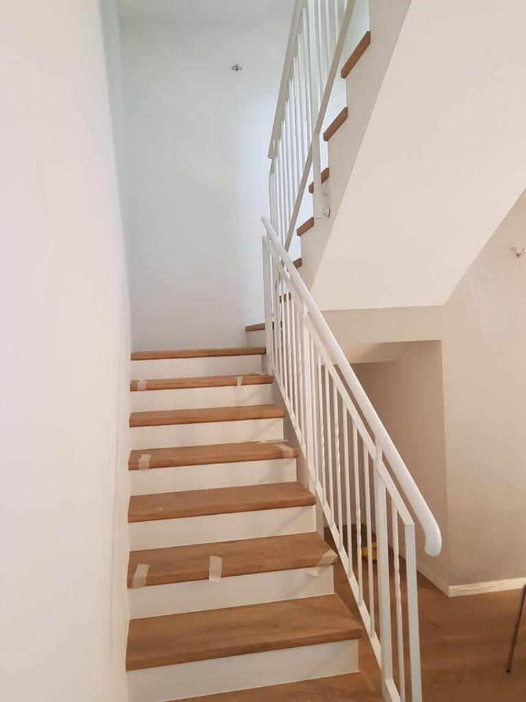 פרקט למינציה על גבי מדרגות התקנת שלח