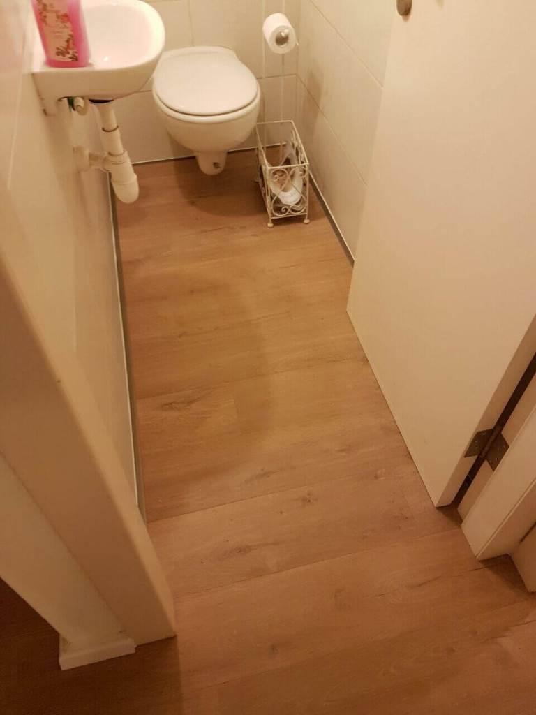 פרקט למינציה עמיד בלחות בשירותים