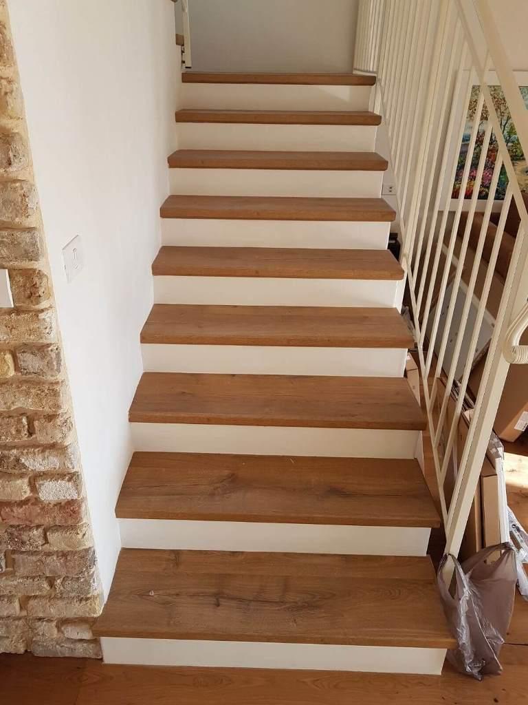 התקנת פרקט למינציה על גבי מדרגות מדרך בלבד
