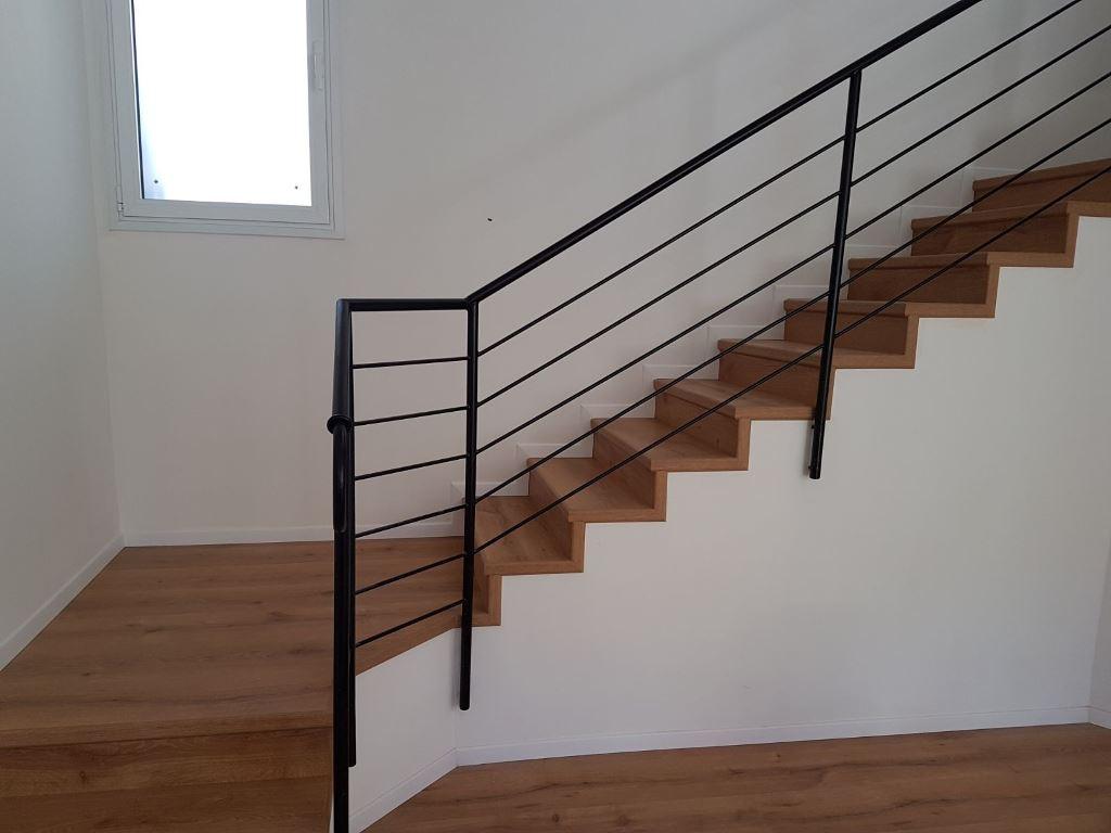התקנת פרקט על מדרגות עם פיניש צד מושלם בסף אורגינל