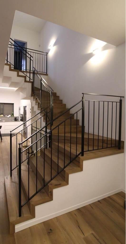 התקנת פרקט עץ בבית פרטי כולל מדרגות