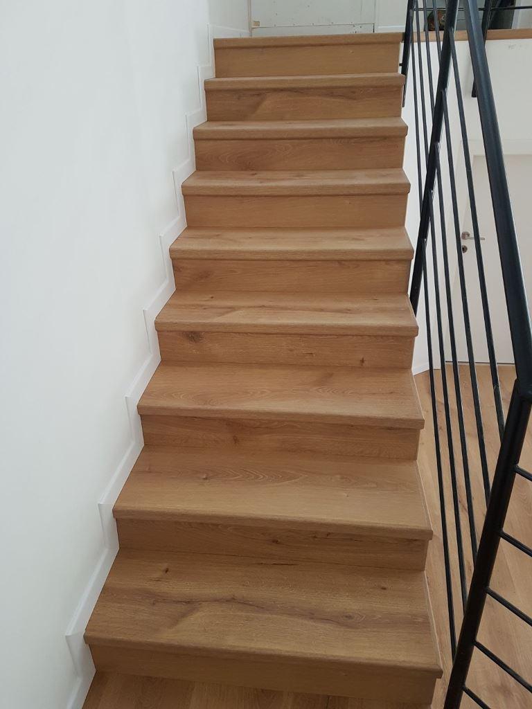 פרוייקט מדרגות עם פנל פולימר לבן