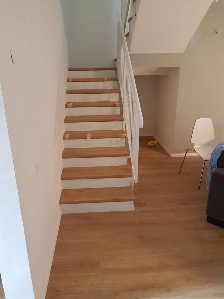 פרקט למינציה על גבי הרצפה ועל גבי מדרגות