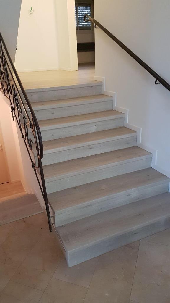 פרקט למינציה על גבי מדרגות חשופות