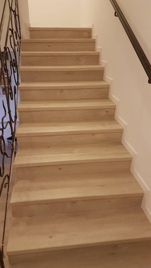 פרקט על מדרגות