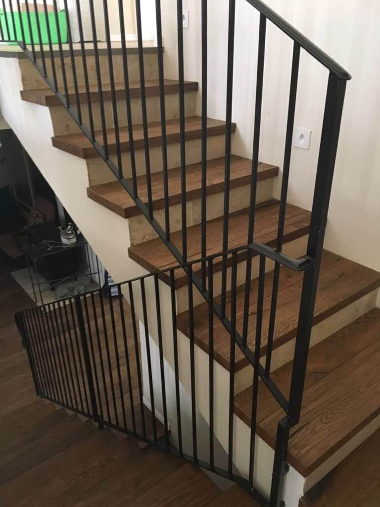 פרקט עץ אלון מעושן על גבי מדרגות